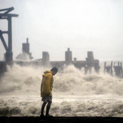 Vågorna vid Guatemalas kust var upp till fyra meter höga