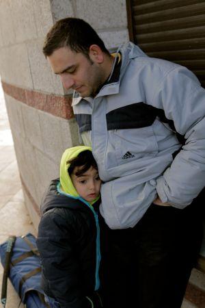 Mahmoud poika turvautuu isäänsä
