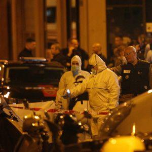 Kriminaltekniker arbetade på brottsplatsen i området kring Rue Monsigny under natten.