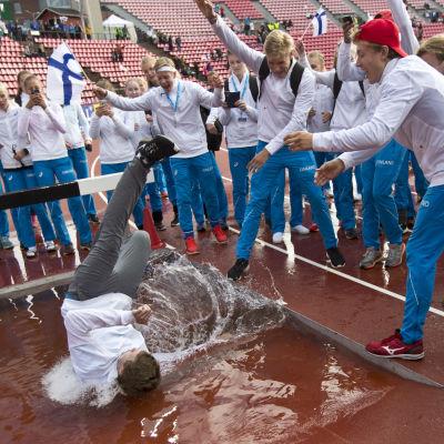 Suomen joukkue vesiesteessä