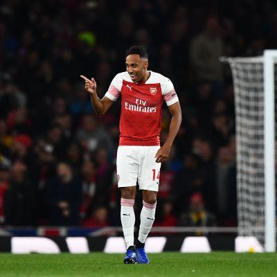 Arsenal hurjasteli kauniilla maaleilla 10. perättäisen voittonsa - katso tykkimiesten ilotulitus