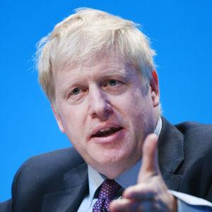 Närbild av Boris Johnson. Bilden är tagen i Birmingham den 22 juni 2019.