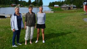 Marléne Ström, Maria Schauman och Mariella Gull från Södra Vallgrunds byaråd.