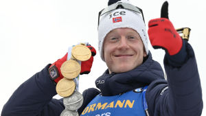 I VM i Anterselva 2020 knep Johannes Thingnes Bø tre guld och tre silver.