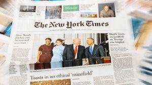 Neliosainen dokumenttisarja seuraa The New York Timesin toimituksen työskentelyä vuoden ajan.