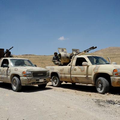 Syriska regeringsstyrkor och hizbollah-soldater vid gränsen mellan Syrien och Libanon.