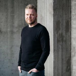 Nuorisomedian päällikkö Antti Hirvonen.