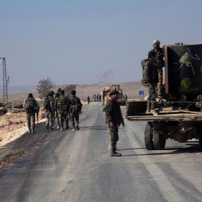 Syriska arméns trupper i närheten av Aleppo 29.2.2016
