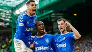 Glen Kamara firar med sitt Rangers i Old Firm.