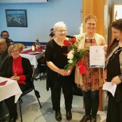 Kiteen Evankelisen opiston rehtori Eeva Nygren,  opettaja Heidi Luukkainen ja suunnittelija Helena Valentin.