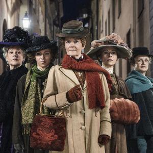 Huvudkaraktärerna i dramaserien Fröken Frimans krig.