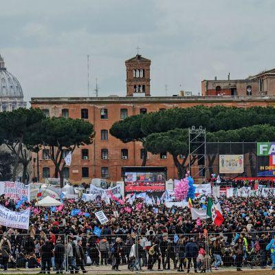 Demonstration mot lagförslag om partnerskap för samkönade par i Rom 30.1.2016