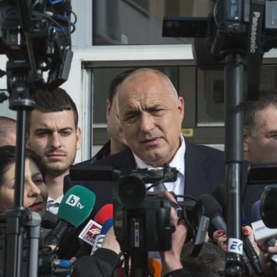 Den förre premiärministern Boiko Borisevs parti Gerb leder knappt i opinionsmätningar
