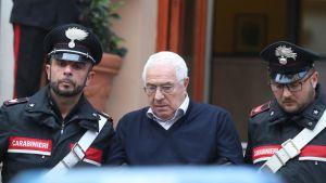 Settimo Mineo fördes bort av karabinjärer i Palermo på tisdagen 4.12.