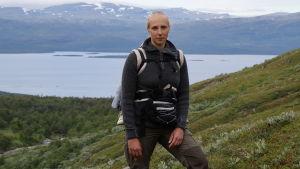 Sömnforskare Frida Rångtell i fjällmiljö.