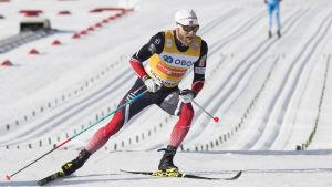 Martin Johnsrud Sundby skidar.