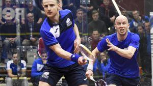 Olli Tuominen och Alan Clyne (vänster) spelar squash.