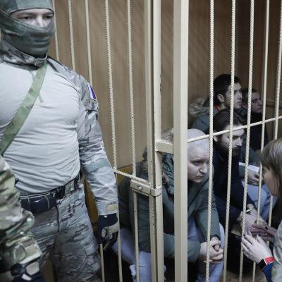 De inburade ukrainska sjömännen i samband med en domstolsförhandling i Moskva den 15 januari 2019.