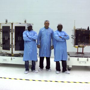 Nigerianska satelliter i laboratoriet.