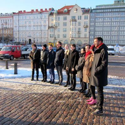 De sex guggenheimfinalisterna bekantar sig med tomten för museet.