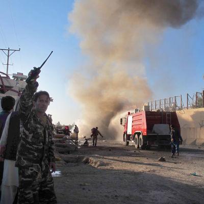 Afghanska styrkor kallar på hjälp efter en självmordsattack mot utländska styrkor i Helmand  den 15 november år 2015