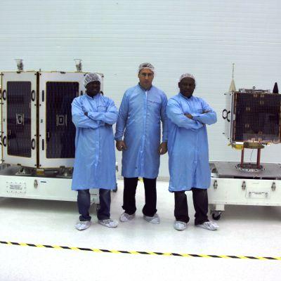 Nigerianska satelliter i laboratoriet.