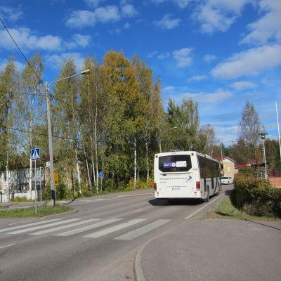 Prästkragsvägens och Hannusvägens korsning i Esbo