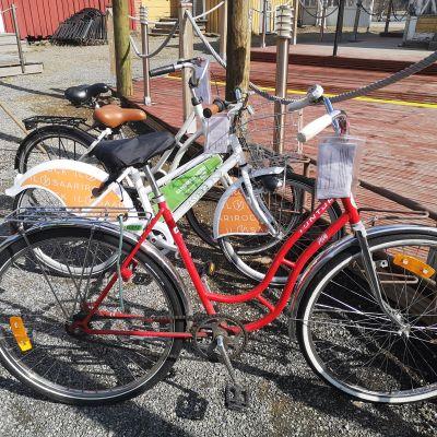 Siirtokehotus kiinnitetty polkupyörään.