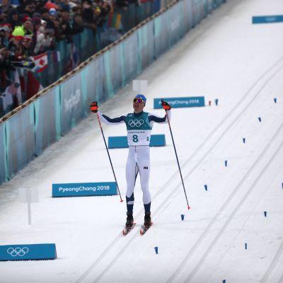 Iivo Niskanen jublar på upploppet på herrarnas femmil i OS i Pyoengchang.