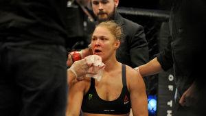Ronda Rousey åkte på en förlust i sin trettonde match i UFC-karriären.