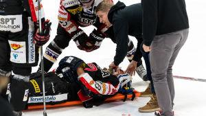 Michel Miklik skadade sig i matchen mot HIFK.