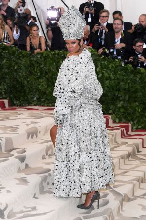 Rihanna i en Maison Margiela by John Galliano på Metgalan 2018.