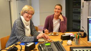Ulrica Isaksson och Daniela Andersson i Fredagssnack på Runebergsdagen.