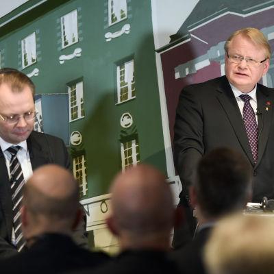 Finlands försvarsminister Jussi Niinistö och Sveriges försvarsminister Peter Hultqvist. i Helsingfors