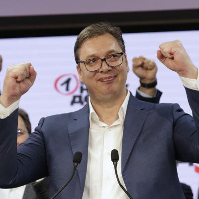 Det styrande partiets ledare, president Aleksandar Vučić, stärkte sin position ytterligare genom söndagens parlamentsvalet.