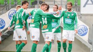 IFK Mariehamn jublar efter ett mål