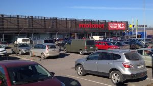 parkeringsplats och affär