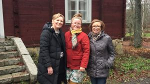 Tre glada kvinnor.