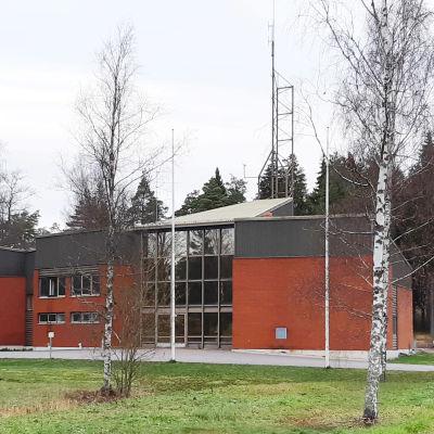 röd tegelbyggnad