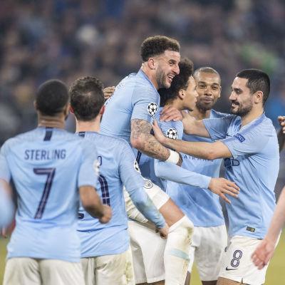 Manchester City-spelarna jublar.
