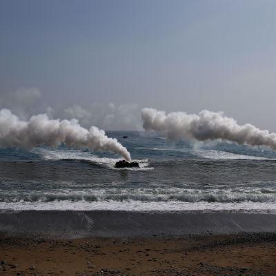 Amerikanska och sydkoreanska marinsoldater övar utanför Pohang, 36o kilometer söder om Seoul. Övningen pågår fram till den 7 april.