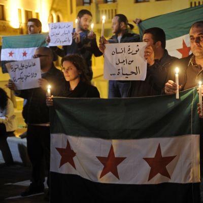 Libaneser markerar tvåårsdagen av det syriska upproret.