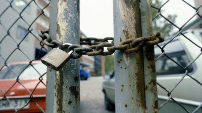 En låst grind