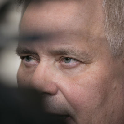 Antti Rinne i närbild.