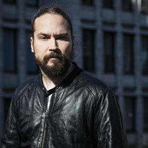 Kirjailija Jukka Viikilä