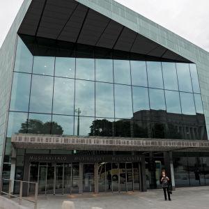 Helsingin Musiikkitalo, sisäänkäynti, ovi (pääovi).