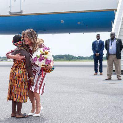 Melania Trump anländer till Ghana