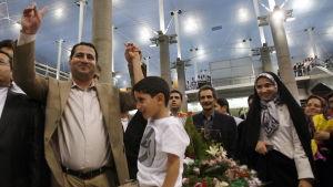 Atomenergiexxperten Shahram Amiri emottogs som ebn hjäölte då han återvände hem år 2010. Han greps och ställdes inför rätta senare samma år.