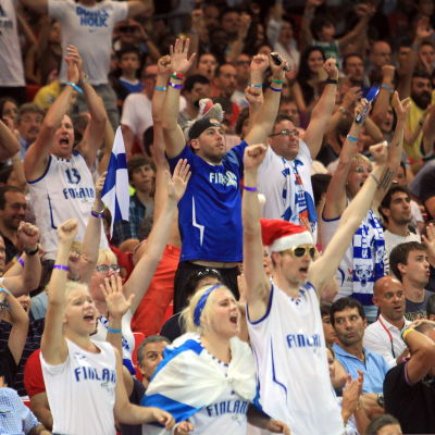 Finländska supportrar under basket-VM i Spanien 2014.