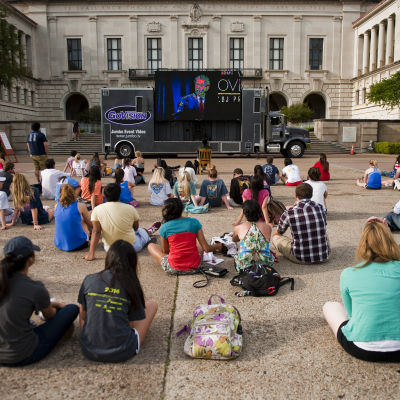 Studerande vid University of Texas i Austin tittar på en liveström den 10 april 2014.